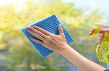 4 mẹo vệ sinh kính cường lực sạch bóng
